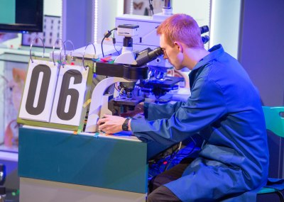 Working at the microscope during lecture 1 of the 2013 Christmas Lectures, Life Fantastic. Photography by Paul Wilkinson Photography Ltd.